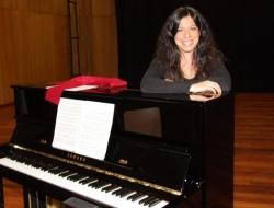 Paula Gago, Assistant